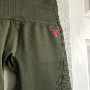 Bucked up seamless leggings in army green